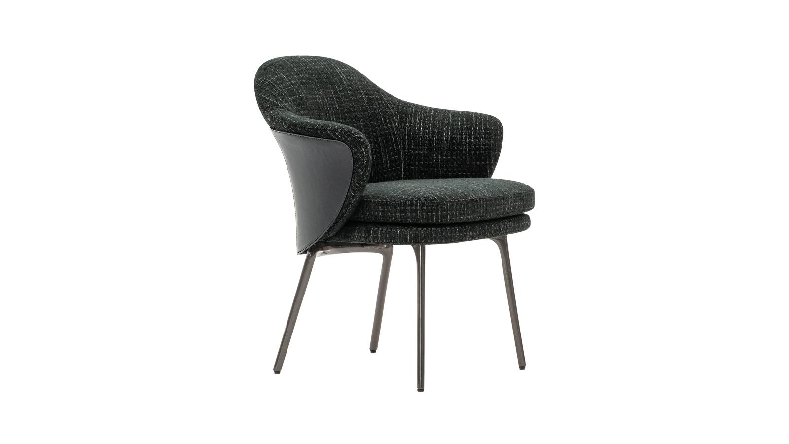 Mintha óvnák, úgy ölelik használójukat az Angie székek. A csupán egyetlen párnával megálmodott székek a testhez tökéletesen illeszkedő háttámláknak, és az extrém puha ülőrészeknek köszönhetően maximálisan hozzájárulnak a pihenéshez. A GamFratesi studio remekművei több színváltozatban is elérhetők.
