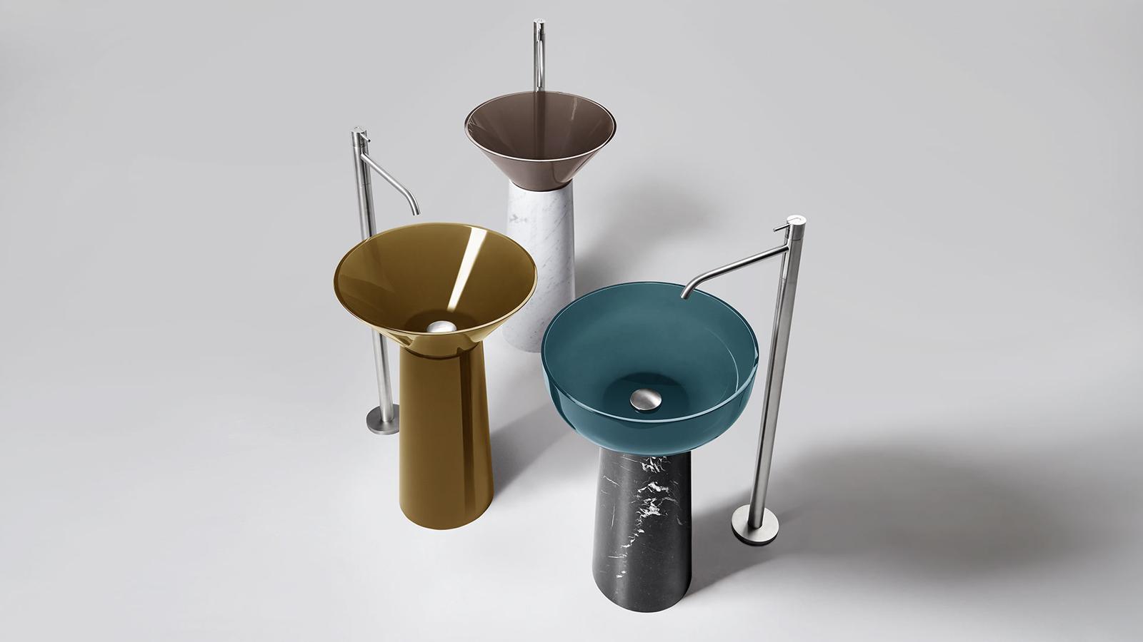 Az Albume az Antonio Lupi egyik legnépszerűbb terméke. A neves olasz gyártó által szabadalmaztatott, ún. Cristalmood anyagból készülő mosdókagyló rendkívül jól ellenáll a szennyeződésnek és a kémiai anyagoknak is, ugyanakkor számos színben elérhető. A kétféle mosdókagyló-formához (gömbölyded és kúpos verzió) akár márvány vagy fa lábazatot is választhatunk – így a variációk sora végtelen.