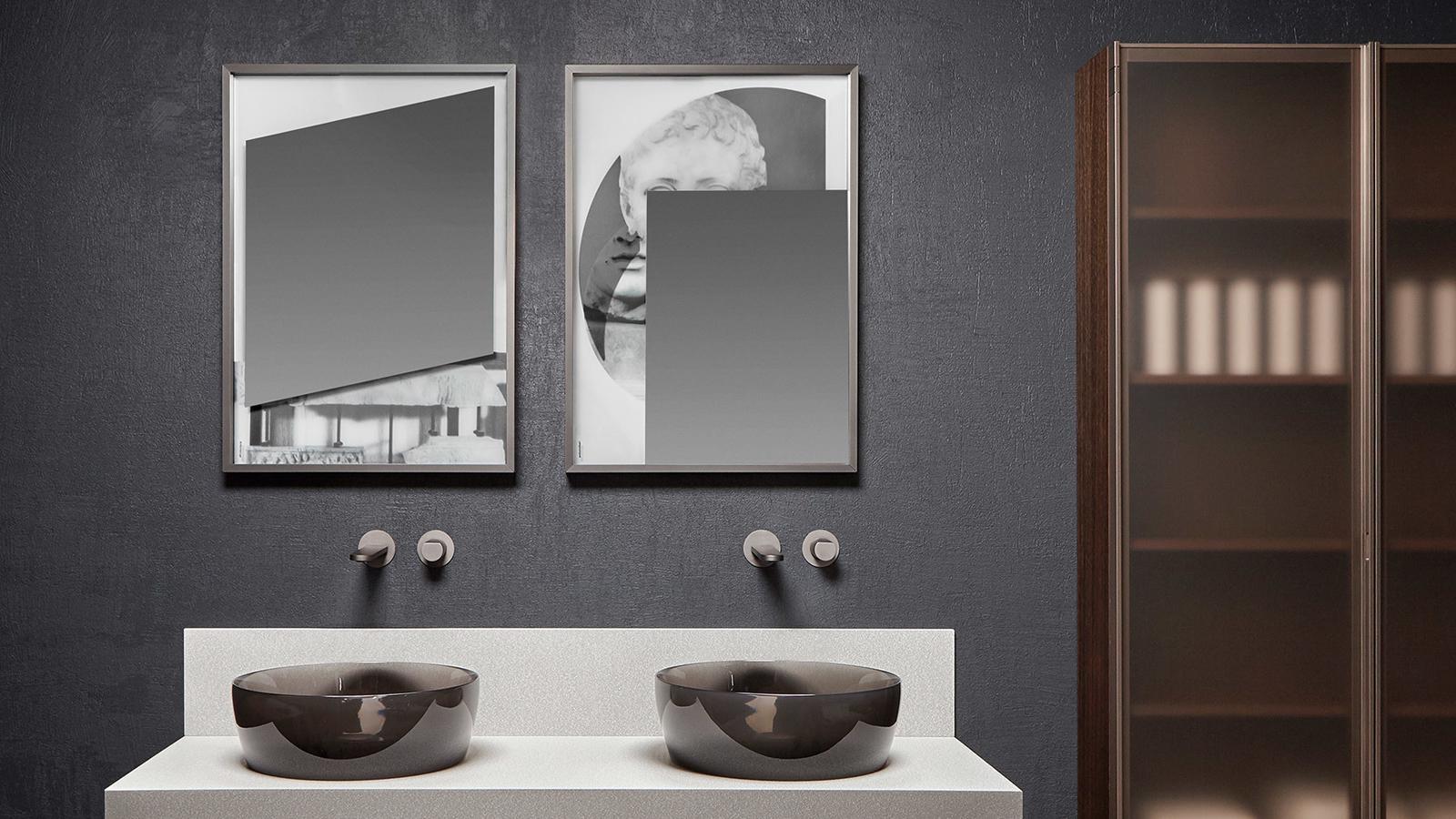 Képzőművészet és design sajátos elegye a Collage tükörkollekció, melyet az antoniolupi Luca Garofalo-val együttműködésben fejlesztett ki. Ahogyan az emlékeink rétegenként rakódnak egymásra, úgy vetülnek egymás fölé a Collage tükrök szintjei is, egyedi, meghökkentő elemmel gazdagítva a helyiséget, ahol elhelyezzük.