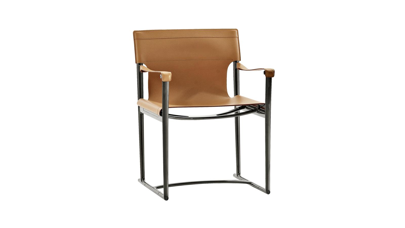 A klasszikus rendezői széket értelmezi újra, és látja el kortárs jellemzőkkel a Mirto. A minőségi bőrülés nemcsak strapabíró, de alkalmazkodik is használója testéhez. Összecsukható kialakításának hála vendégszékként, de fotózások, forgatások kellékeként is használható.
