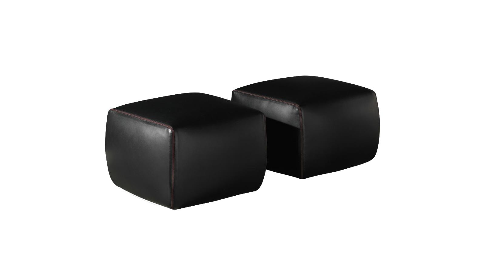 A Minotti Botero puffja elegáns egyszerűségének köszönhetően sokoldalú és flexibilis bútor: nem korlátozódik egyetlen térre a használata, szinte bármely funkciójú belső tér magába fogadja, legyen az nappali, hálószoba vagy konyha. Használható asztalként vagy ülőalkalmatosságként is - egy biztos, sokoldalú alkalmazhatóságának köszönhetően nehéz vele mellélőni.