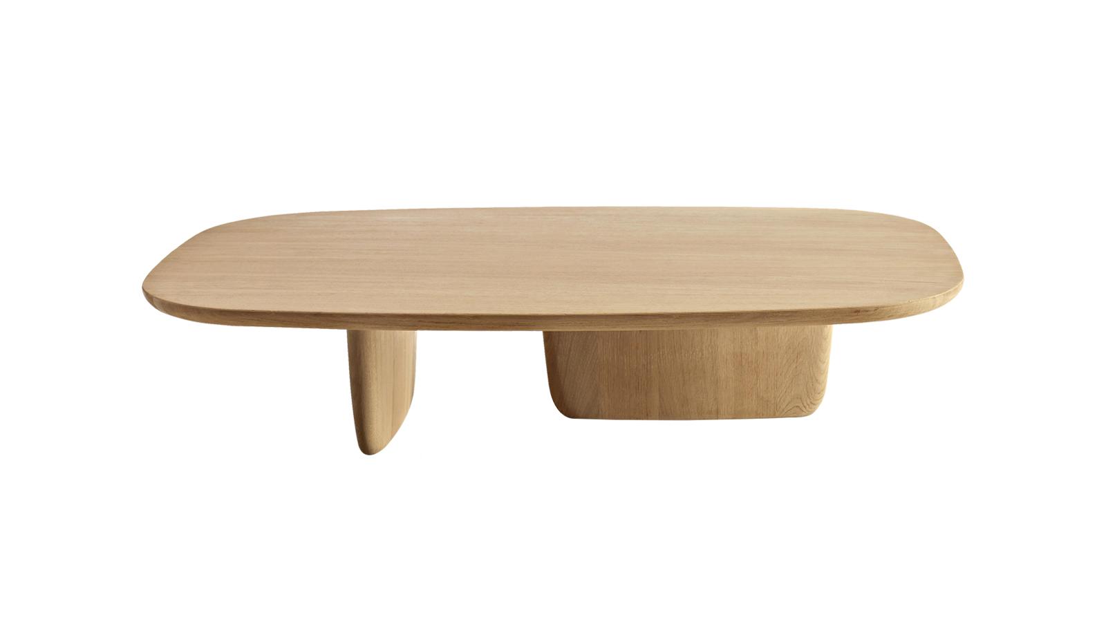 A nyugalom, az összhang, a boldogság – avagy a zen inspirálta a szobrászi Tobi-Ishi asztalokat. Nem véletlen, hogy a japán kertekben található íves, lapos kövekről kapta a nevét. A fa anyag és a légies, lekerekített formák tökéletes összhangban állnak egymással, így meghitt atmoszférát alakítanak ki a nappaliban.