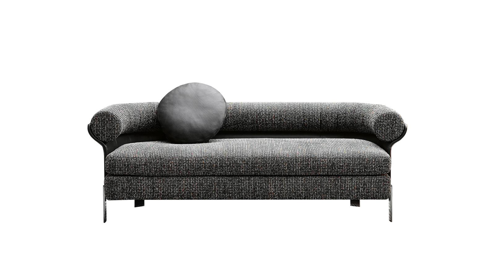 A Mattia bútorkollekciót a kreativitás szülte. Designja a hetvenes évekre nyúlik vissza, miközben ízig-vérig mai, olaszosan kifinomult. A finoman formázott váz körbeöleli az ülést, majd lazán kinyílik, hogy befogadja a hengeres háttámlát. A bútorcsalád háromüléses kanapé, karosszék és forgó karosszék verziót is tartalmaz.