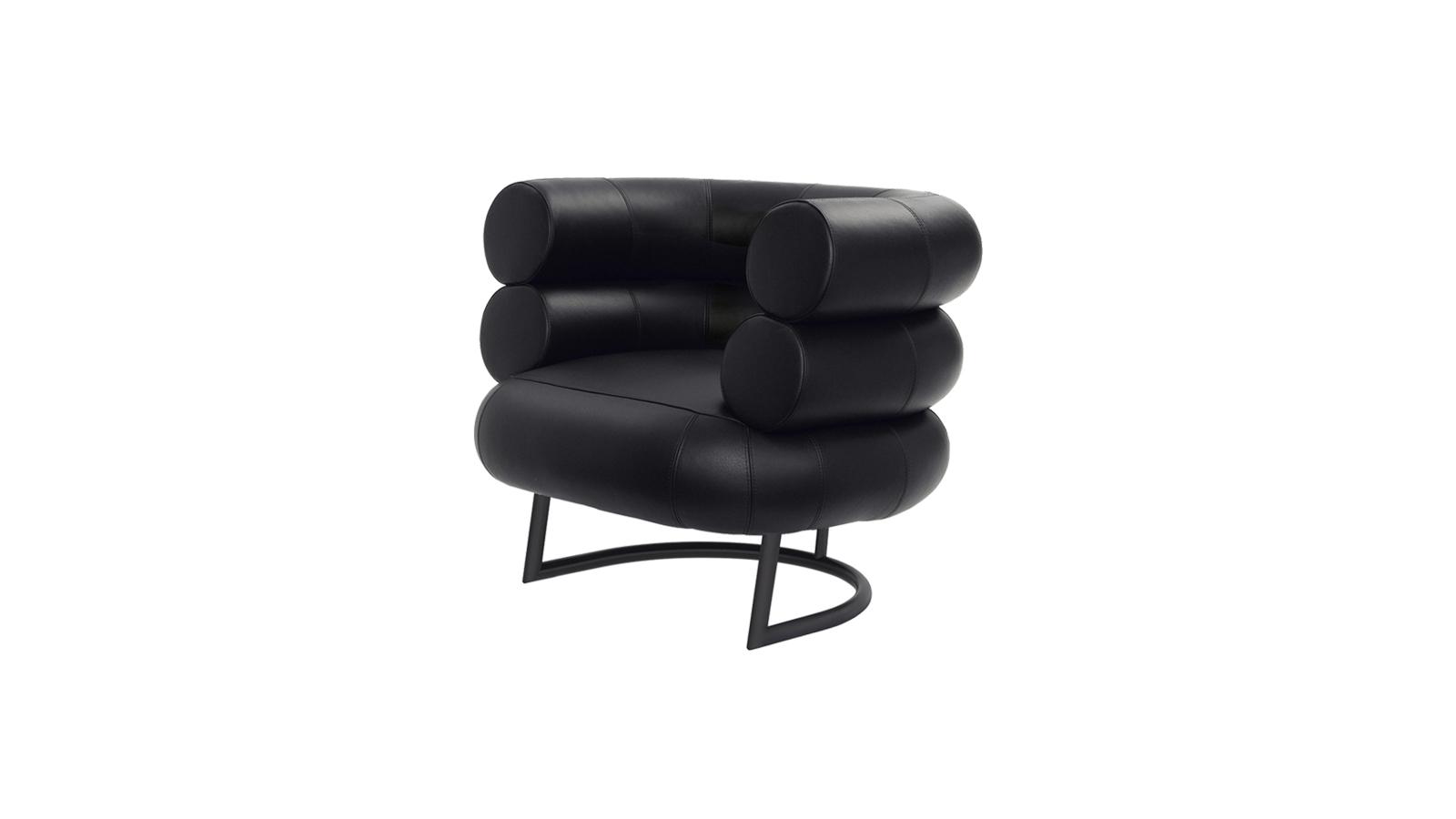 Eileen Gray, a Bibendum fotel tervezője nem véletlenül a Michelin-babáról nevezte el karosszékét: a gömbölyded hurkák egymásra helyezésével létrejött szerkezet egyértelműen a pufók reklámfigurára emlékeztet. Az 1926-ban tervezett bútor még ma is friss, modern és játékos hatást kelt.