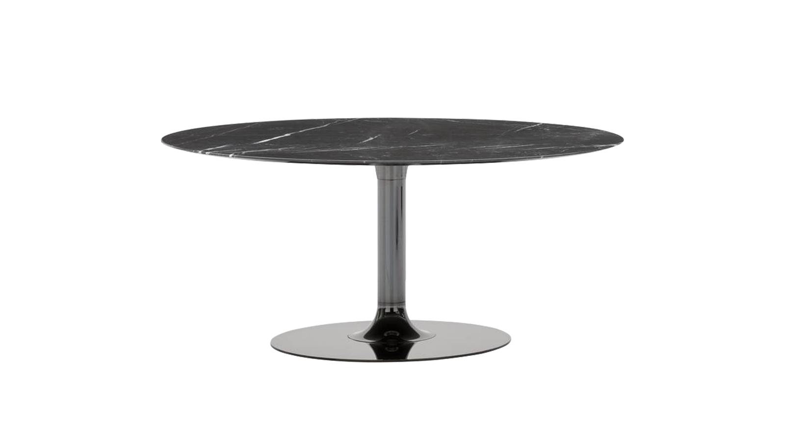 Az Oliver asztalcsalád inspiráló elve az a lenyűgöző látvány, melyet a fém vizuális mozgalmassága vált ki. A talapzat zökkenőmentesen alakul át vékony csőből kör alakú alappá, és egybefüggő, csillogó felületet kínál. A nappaliba és étkezőbe egyaránt megalkotott alkotás több anyagváltozatban is elérhető.