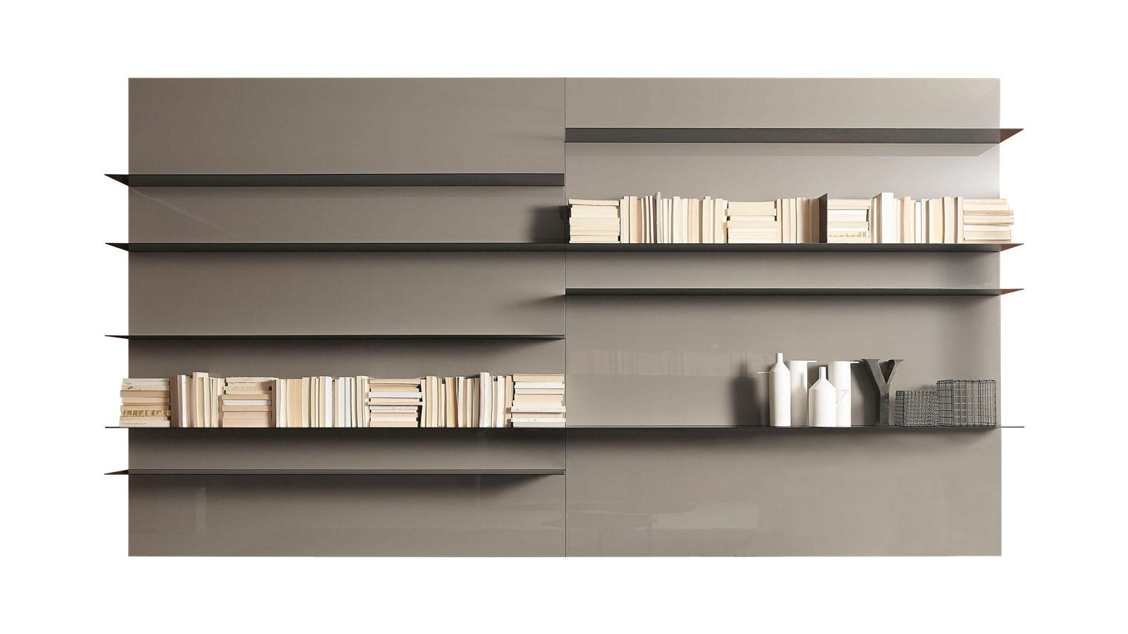A Load-It egy rendkívül sokféleképpen variálható könyvespolcrendszer, ahol szinte minden elem egyedi igények szerint állhat össze egy egésszé. A rendszer alapja egyrészt a különböző modulokból összerakható hátfalpanel-rendszer, másrészt az ultravékony, L-alakú acélpolcok sora, melyek 100 és 200 cm-es méretben rendelhetők, és egyedileg szabhatók. A polcok acél, bronz, fehér, szürke és antik vörös színben, a hátfalpanelek és a sínrendszerbe illeszthető egyéb tárolóelemek is többféle anyag- és színválasztékban érhetők el.