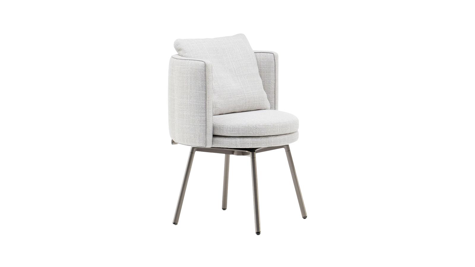 A modern európai formatervezés és a japán tradíciók harmonikus találkozása: ez a légies Torii szék. A nyurga fémötvezetű lábakat a tradicionális japán szakrális kapuk ihlették. A tiszteletet parancsoló struktúrát az ülőrész kerek és szögletes formáinak játéka töri meg, mely igazi mesterművé teszi a karfát. A Torii bútorcsalád több tagja is kapható a CODE Showroomban.