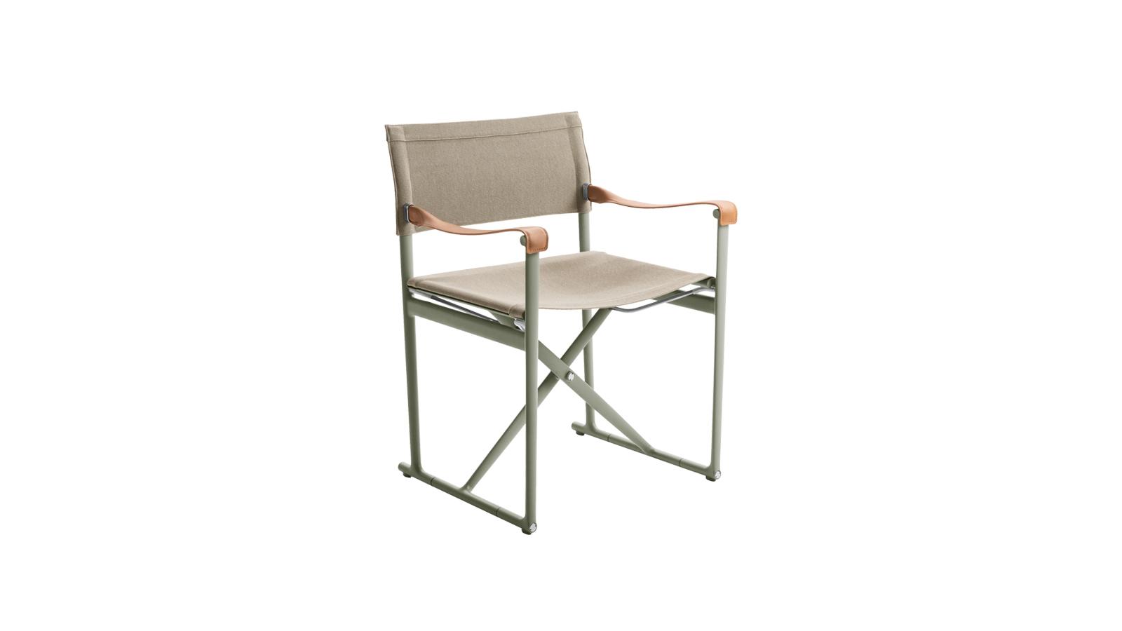 A klasszikus rendezői széket értelmezi újra, és látja el kortárs jellemzőkkel a Mirto. A minőségi ülés nemcsak strapabíró, de alkalmazkodik is használója testéhez. Összecsukható kialakításának hála vendégszékként, de fotózások, forgatások kellékeként is használható, ahol megpihenhetnek az ott dolgozók.