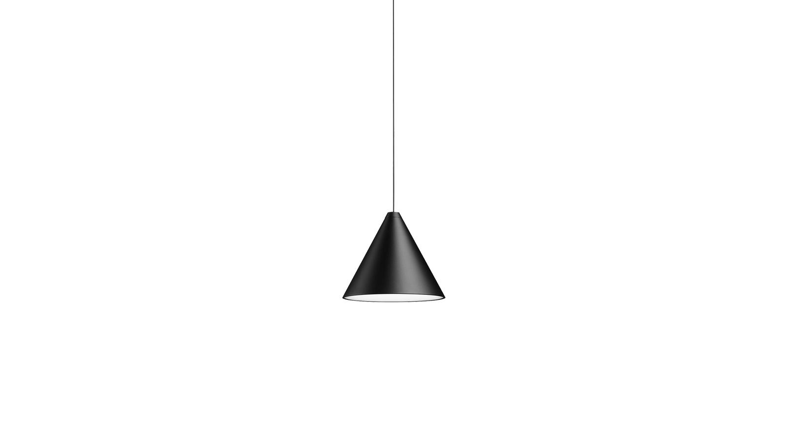 Minden hivalkodást nélkülöz a String Light lámpacsalád. A geometrikus formák és a szögegyenes vonalak találkozásaként megkérdőjelezhetetlenül kortárs benyomást kelt. A skandináv designt megidéző lámpacsalád maximálisan korszerű is: a termékek szórt fénye Androidos és Apple készülékekről is állítható.