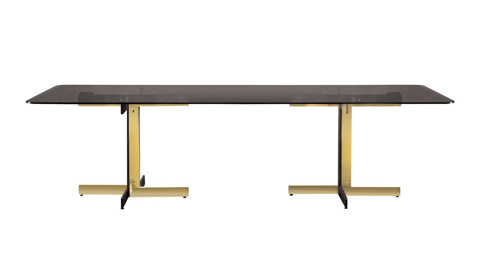 Ami minden asztaltól megkülönbözteti a Catlint, az a felszabadult egyszerűség, ami mégis luxus, felejthetetlen formavilágot alkot. Széles anyagválasztékának köszönhetően ráadásul minden igényt kielégít. Ám legyen márvány, üveg vagy fém az alapanyaga, csillogása és eleganciája töretlen – ez a kollekció védjegye.