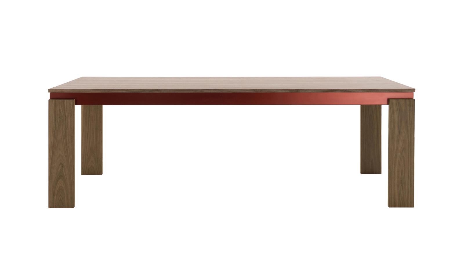A fém, az üveg és a fa mesterhármasából születik meg a Parallel Structure. Az asztalkollekció a fém szigorúságát oldja fel a barátságos fával és a kellemesen csillogó üveggel. Az eredmény pedig egy puritán szimplicitással, ám teljes valójában luxus kisugárzással bíró műremek. A bútorok pontosan azzal szolgálnak, amit első ránézésre is megutatnak magukból: időtállóságot és kortalan szépséget.