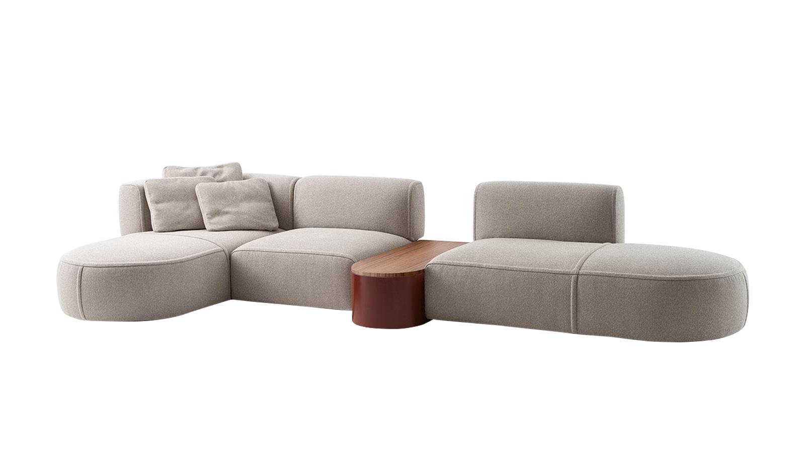 Ötletes, moduláris kanapé lágy, hívogató kanyarokkal, amelyek maximális kényelemről és sokoldalúságról tanúskodnak: ez a Bowy. A bútor egységeit mintha elegáns szobrokként álmodták volna meg, egyenként és egymás mellé rendezve is megkapó látványt nyújtanak. Magas kézműves tudásról árulkodnak az anyagszélek és a kárpitozás precíz megoldásai is.
