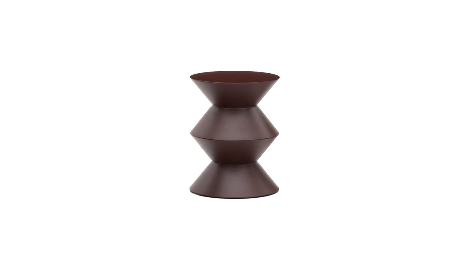 A Minotti Cesar szobortárgya idővel a cég stílusikonjává vált. Eklektikus és multifunkcionális, egyaránt használható puffként és asztalként. Rodolfo Dordoni Cesarja egyfajta statement bútor: a kortárs lakberendezés igényét sugározza az a tér, ahol elhelyezik. Kültéri verzióban is kapható!