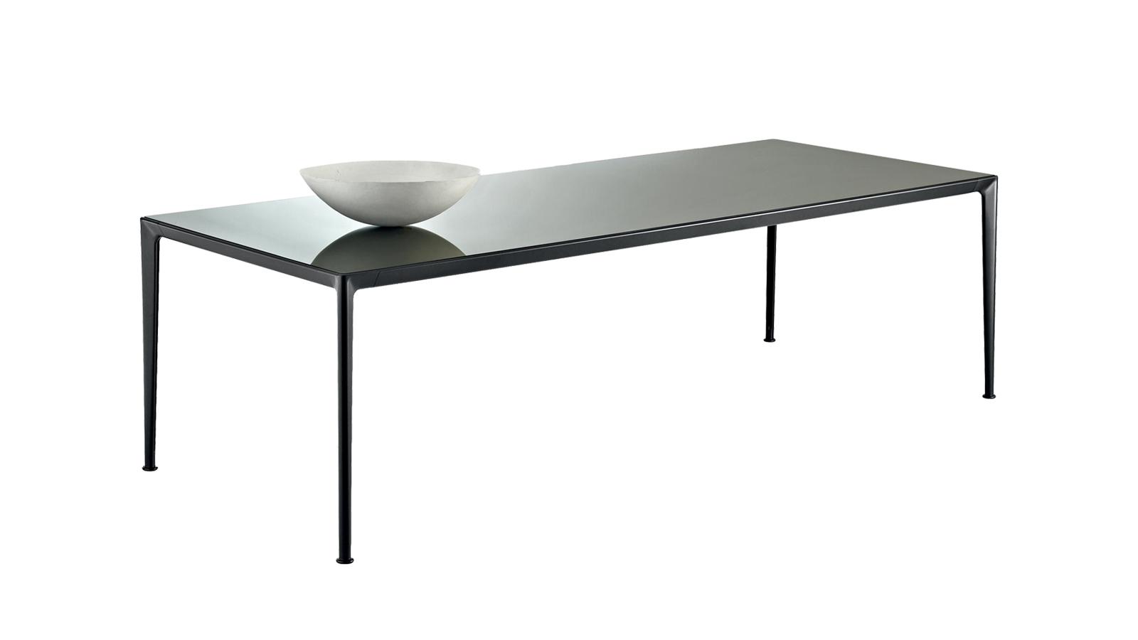 A Mirto beltéri bútorkollekció üde színfoltja ez a letisztult asztal. A CODE Showroomban több verzióban és méretben is elérhető, króm-alumínium struktúrája miatt pedig remek kiegészítője a minimál és indusztrális stílusú otthonoknak egyaránt.