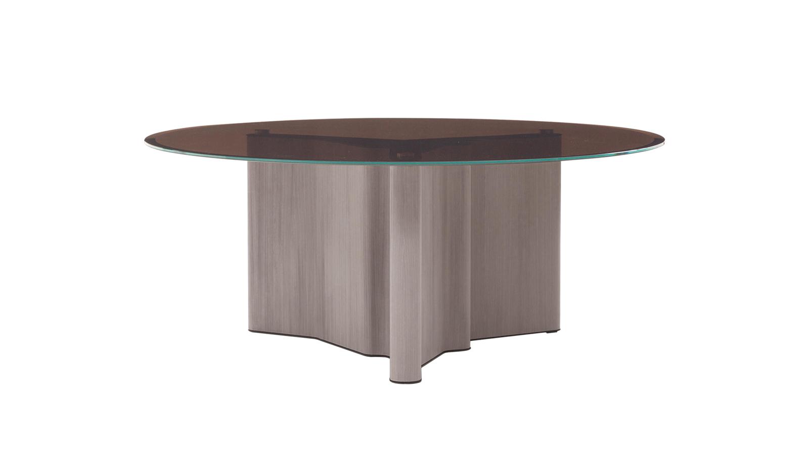 A Lou szilárd felhőkként lebeg az enteriőrben. A modern technológia és a kézműves mesterség egén ragyog fel, és fa-márvány szerkezetének hála megkapó látvánnyal bír. Utóbbi a bútor játékos formavilágát ellensúlyozza, így formális terekbe éppúgy szánható, mint a családi fészekbe. Számos verziója elérhető a CODE Showroom kínálatában.