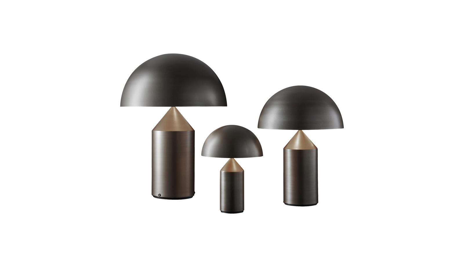 Az Atollo forradalmasította a lámpákról való gondolkodást. Az eredetileg 1977-ben bemutatott designt azonnal elsöprő siker fogadta, mára pedig a klasszikus, mégis kortalan tárgyak sorát gyarapítja. Az Atollót csupán egy henger, kúp és félgömb alkotja, mégis több mint geometriával való játék: dekoratív, trendi és megkérdőjelezhetetlenül olasz.