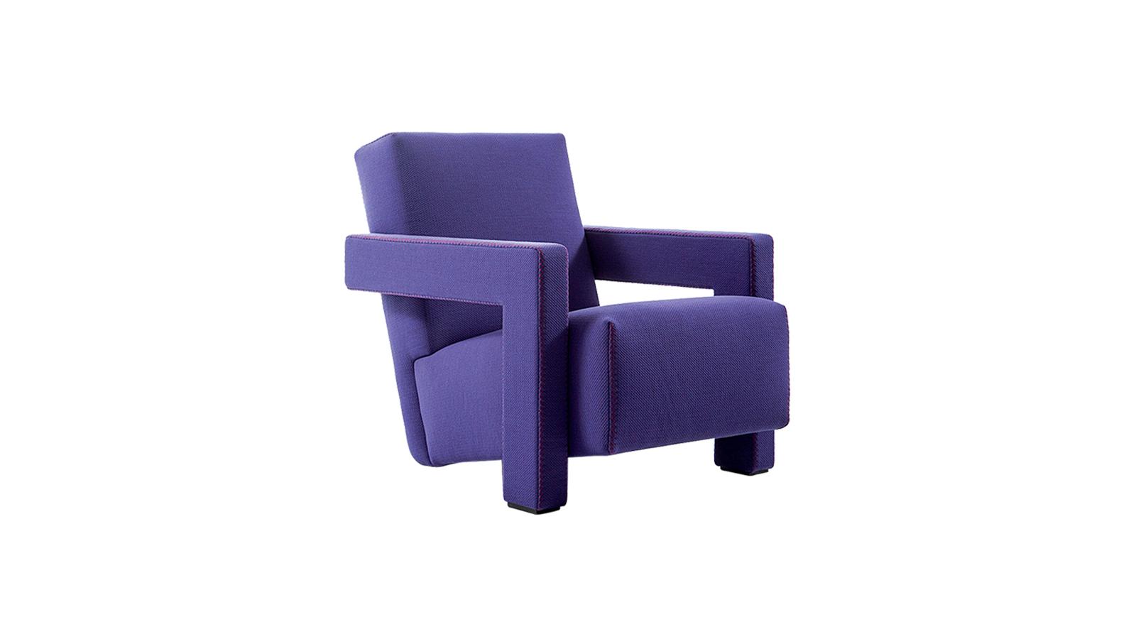 A Cassina 637 Utrecht széke Gerrit Rietveld tervezésében a De Stijl tárgytervezés ikonikus darabjává vált. Rietvelt experimentális megközelítése a tárgy eredendő, klasszikus felépítését a megszokottól elmozdítja, kifordítja: így jön létre egy olyan szék, amelynek megnyújtott kartámlája lábként is funkcionál, és amelynek a megdöntött ülőlapja is tartóelemmé válik. Úgy látszik, a lábak elhagyásával is lehet stabil széket tervezni!