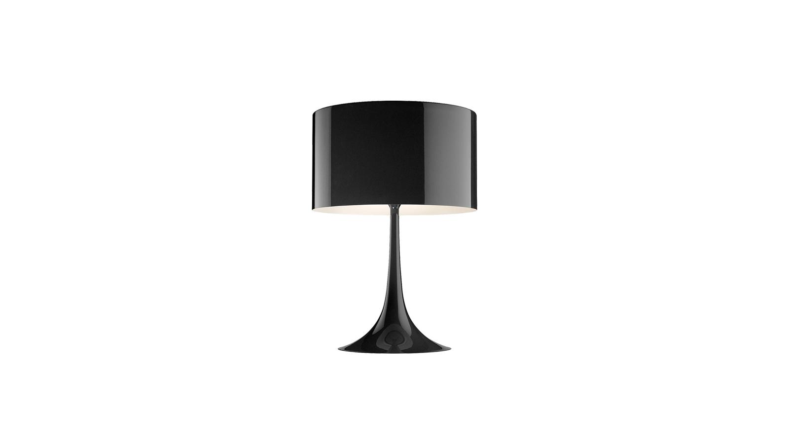 A Spun lámpacsaládot 2003-ban tervezte Sebastian Wrong az olasz Flos márka számára. Formája időtlenséget és modernséget sugároz, melynek köszönhetően gyakorlatilag bármely stílusú enteriőr elegáns és stílusos kiegészítője lehet. Diffúz fényt sugároz, mely által lágy, kellemes atmoszférát teremt a térben.