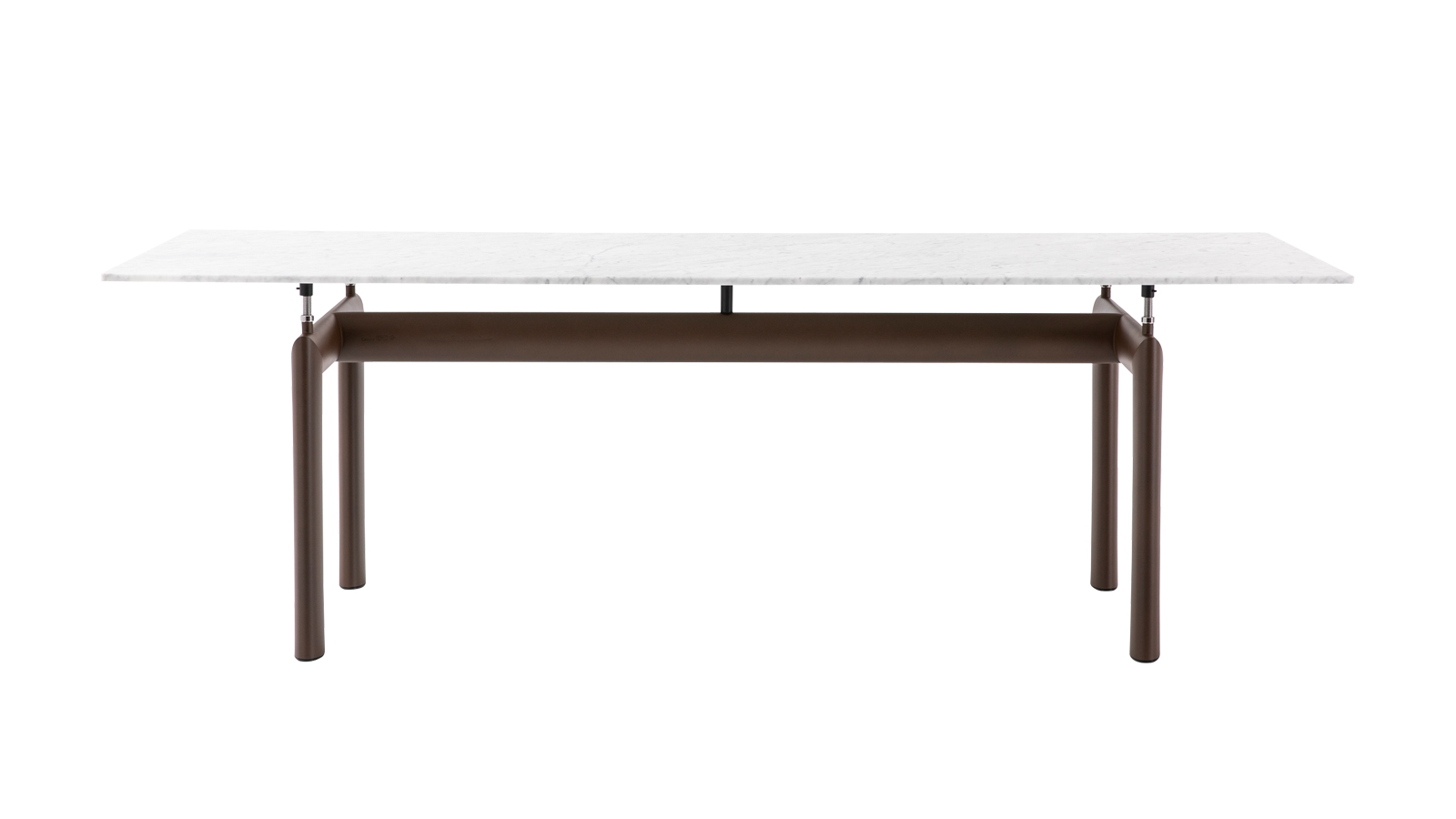 Az LC6 asztal különlegessége az a lebegés, amit a masszív tartószerkezet és légies asztallap kontrasztja hoz létre, mindössze négy karcsú emelőszerkezet segítségével. Az állítható magasságú asztal, melyet 1928-ban tervezett a Le Corbusier – Pierre Jeanneret – Charlotte Perriand tervezőtrió, immár több színben és kivitelben, kültéri változatban is elérhető a Cassina I Maestri kollekciójában.