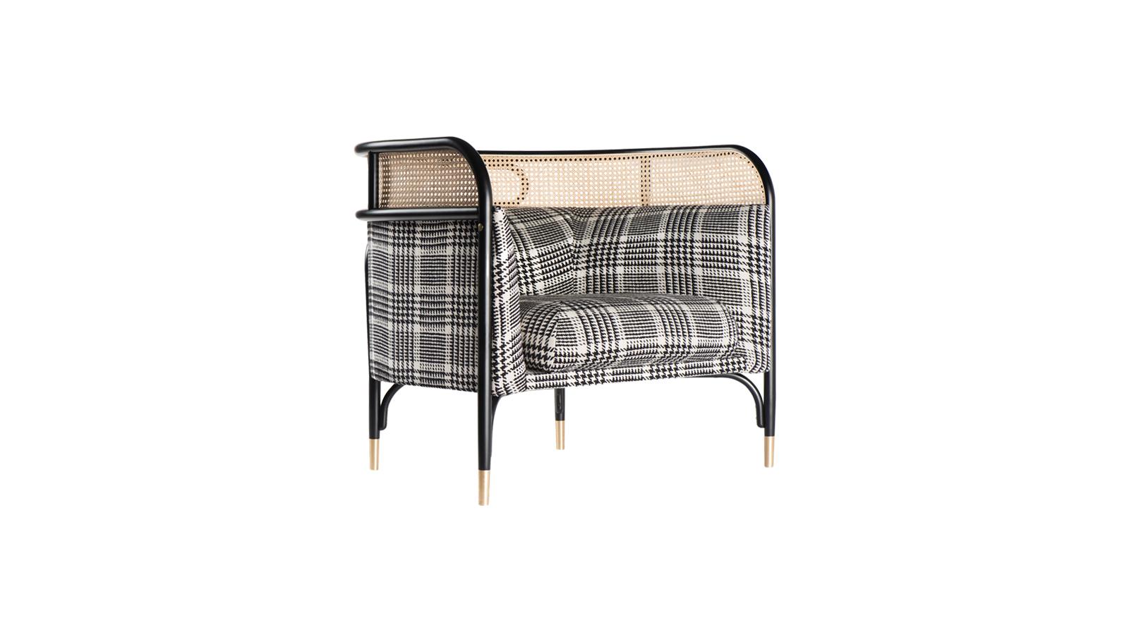 A Targa a kényelem egy új szintjét kínálja - a vastag és széles kárpitozott elemek már ránézésre is relaxáló hatásúak. Szervesen illeszkedik az otthon tereihez - legyen az hálószoba, nappali, vagy fürdőszoba. A hajlított bükkszerkezet, és a kárpitozott háttámla feletti szövött nádelem, valamint az ikonikus ellipszis hozzájárulnak ahhoz, hogy egy tradíciókat idéző, otthonos és könnyű bútor jöhessen létre.