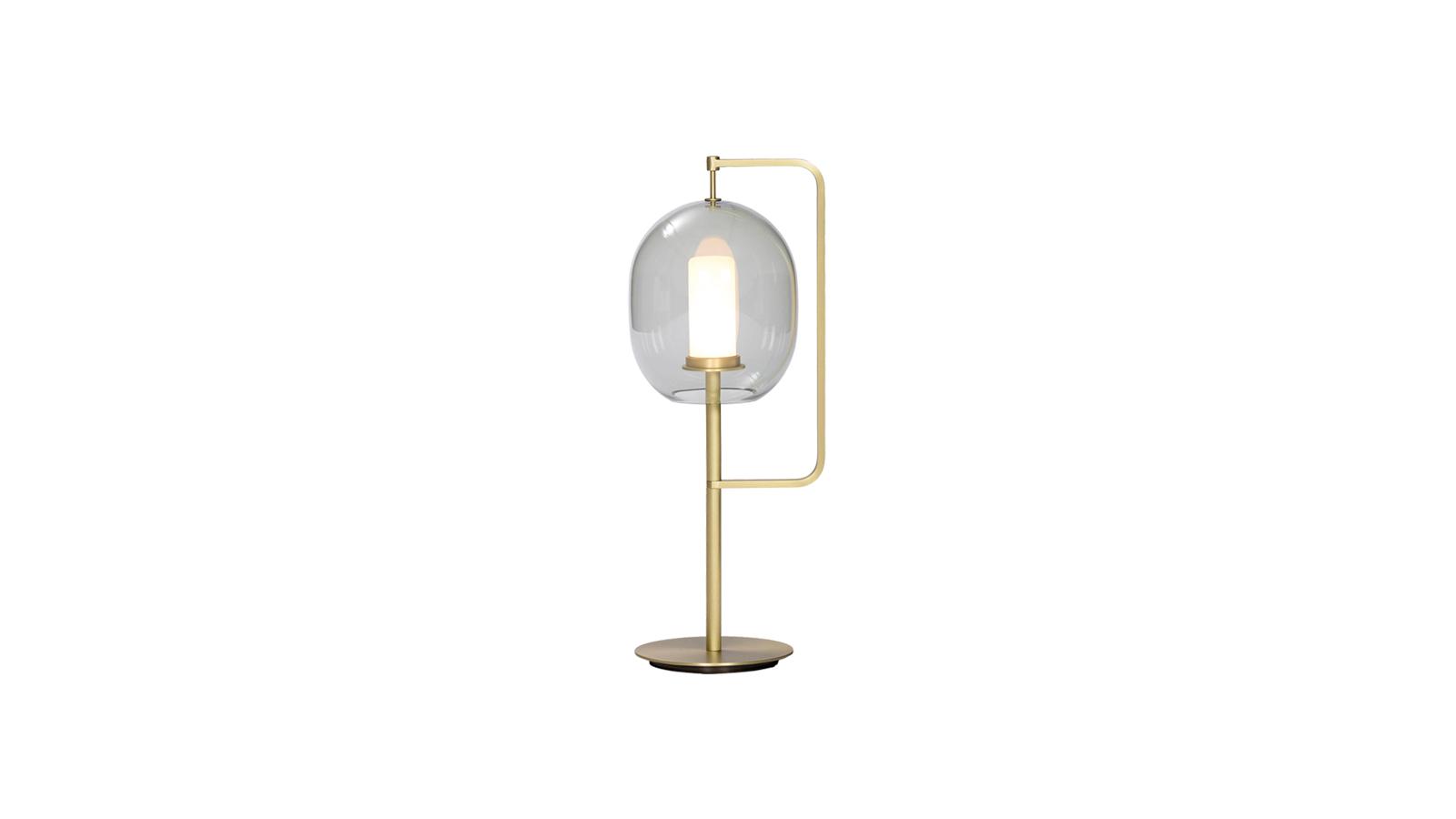 A Neri & Hu tervezőpáros által megálmodott asztali lámpát a fény egyik ősi formája: a fáklya ihlette, mely nem több, mint egy függőlegesen tartott bot végén fellobbanó láng. A tervezők 'mindössze' annyit tettek, hogy a klasszikus formát modern technológiák segítségével átfogalmazták, majd színezett üveg bura mögé rejtették, hogy a lámpa fénye minél hangulatosabb legyen.
