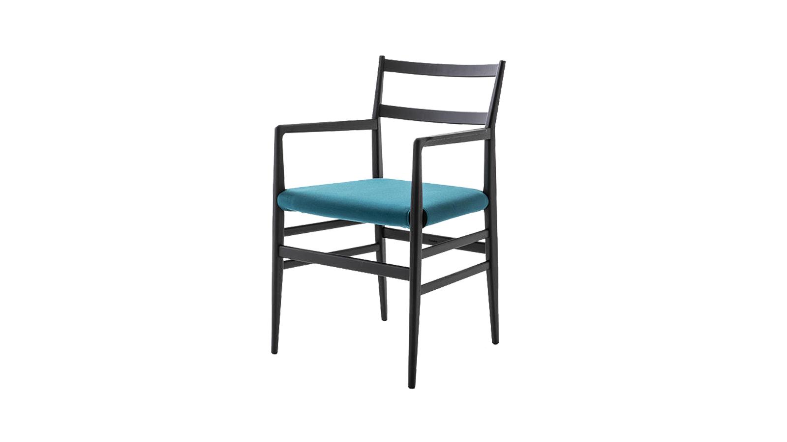 Az ikonikus szék érdekessége, hogy Gio Ponti abban az időben tervezte, mikor a nagy bútorgyártók, a rohamosan feljődő technológiájú műhelyek és a neves tervezők bámulatos együttszárnyalása megkezdődött az 1950-es években. A kőrisfa ülőbútor légies, vékony vonalvezetésével igazi kortalan design klasszikus, így bármely évtizedben megállja a helyét és számtalan stílushoz, színvilághoz, hangulathoz remekül illetszthető.
