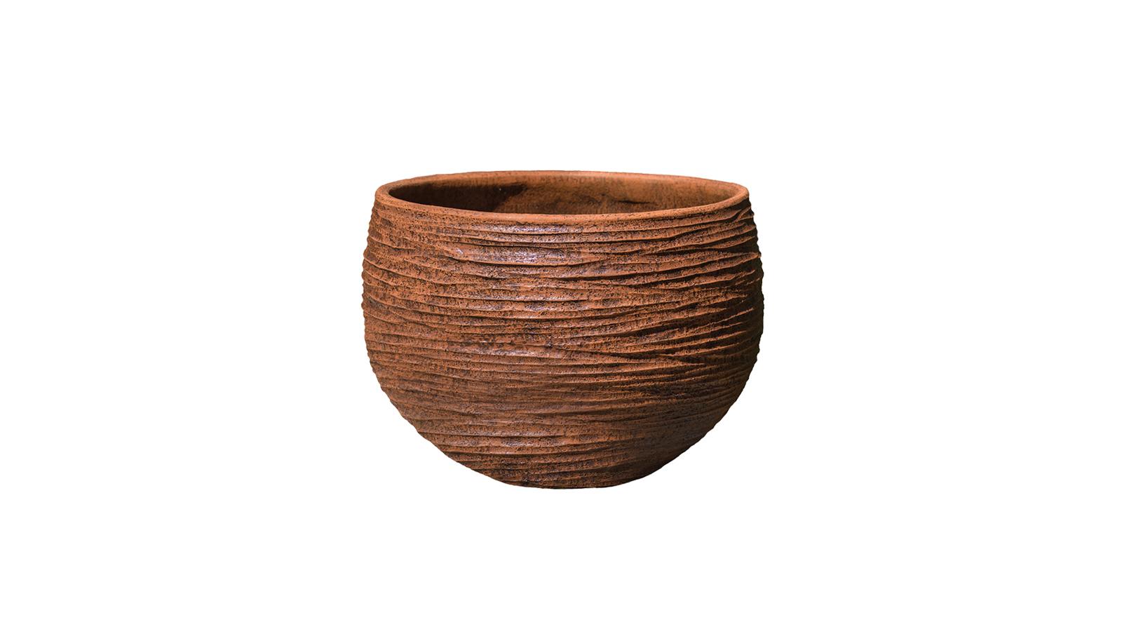 Rusztikus felületek, természetes anyagok és természetesen kézi megmunkálás: a Domani Milos kaspói mind tökéletesen egyediek és remek kontrasztot alkotnak a modern, high-tech vagy akár art deco enteriőrök berendezésével is.