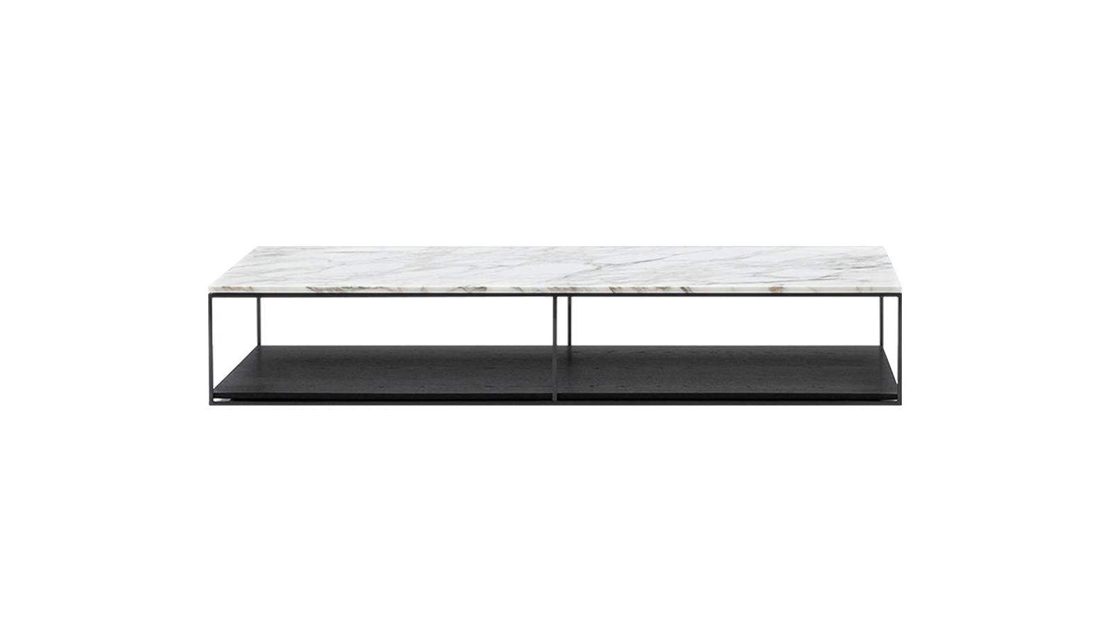 A Liam asztalcsalád letisztult formavilága, kifinomult anyagválasztéka és visszafogott vonalvezetése építészeti megközelítésről árulkodik. A különböző méretekben elérhető asztalok egymás kiegészítőjeként és önmagukban is lenyűgöző látványt nyújtanak.