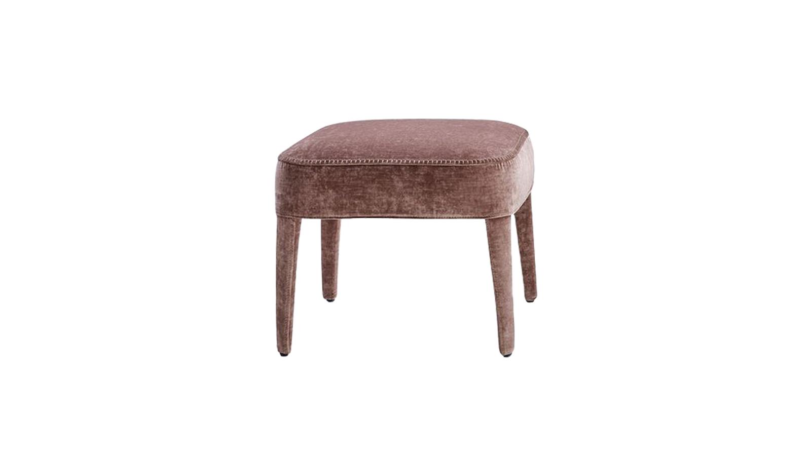 A Febo bútorcsaládba székek, puffok és kanapék széles választéka tartozik. Foteleik, melyek háttámlájukban térnek el egymástól, a klasszikus esztétikát idézik minimalista, modern csavarral. Ezek kiegészítői a szintén barokkos eleganciát, letisztult stílust és maximális minőséget képviselő lábtartók.