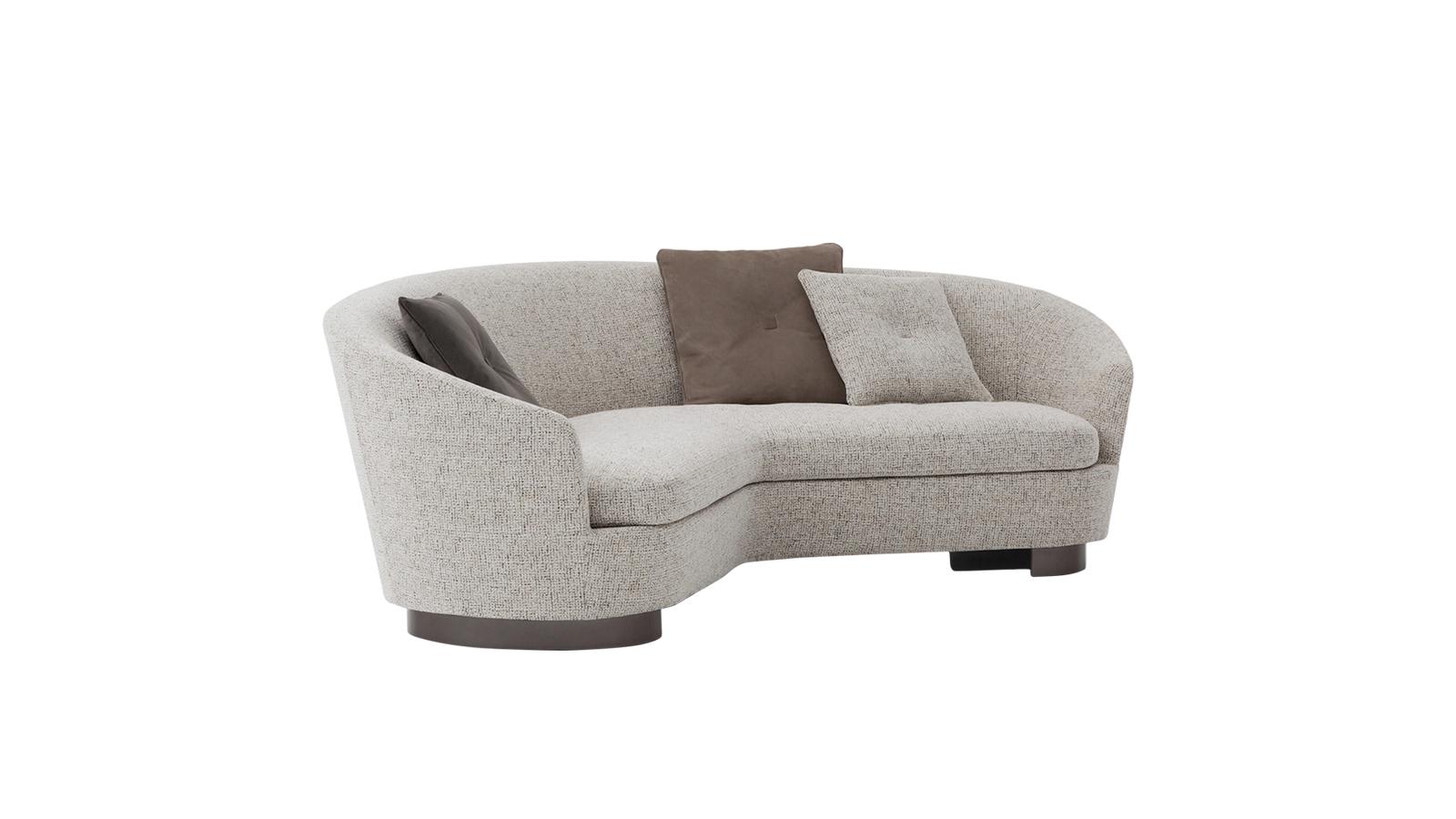 A Jacques ülőgarnitúra a retro formavilágot ülteti át a mába, és profeszionális módon keveri azt a kortárs ízléssel. A kifinomult esztétika többek között a lágy formákban és az olyan megkapó vizuális megoldásokban mutatkozik meg, mint a bronz lábak.