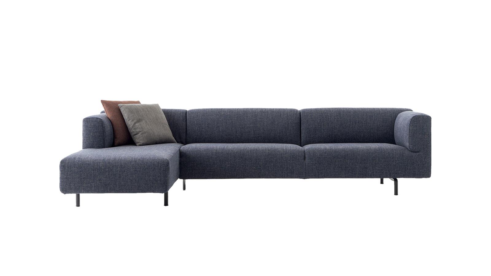 A jó design nem a szépségnél, hanem a hibátlan kialakításánál kezdődik. Márpedig a MET kanapék mindkettőben kiemelkedően teljesítenek. A letisztult, geometrikus formának és az ergonomikus kialakításnak hála a szemet és a testet is kényeztetik.