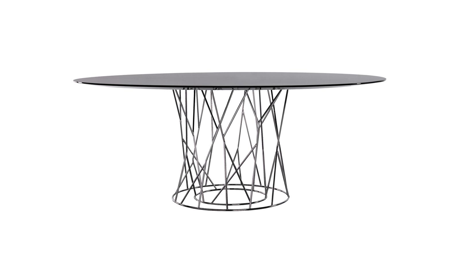 Jean-Marie Massaud alkotása több különlegességet is tartogat a design iránt érdeklődőknek. A két lábú változat rendkívül vékony asztallapja valójában egy ellipszis, melynek végei levágásra kerültek, így hozva létre egy különösen izgalmas formát. Az asztal lábazata pedig egyszerű rúdvasból készült, mely egyszerre masszív támaszték és légies szerkezet – az egy- és kétlábas változatok esetében is.