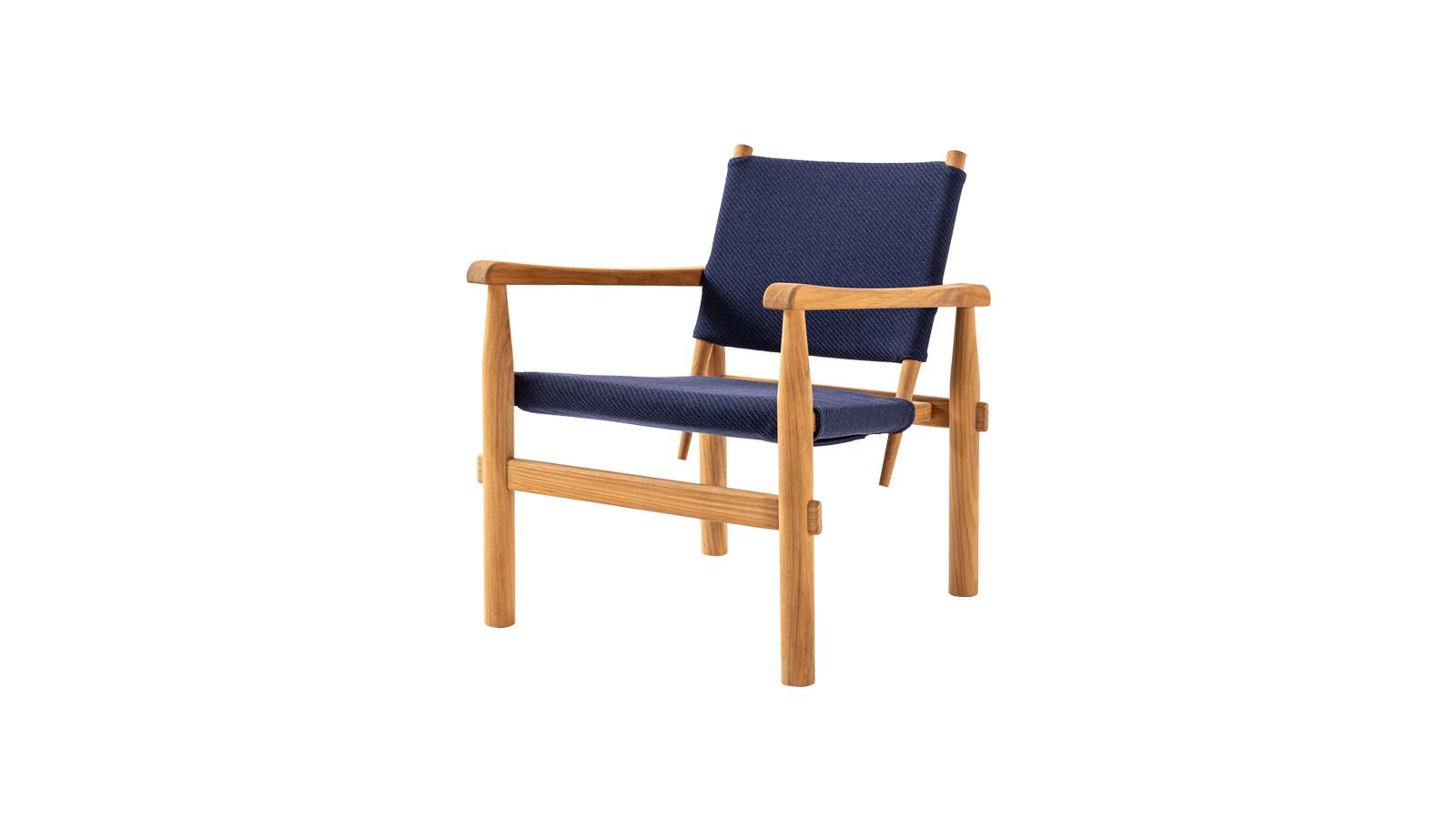 Eredetileg egy alpesi szálloda számára tervezte Charlotte Perriand 1947-ben azt a széket, mely most kültéri változatban is bekerült a Cassina I Maestri kollekciójába. A könnyed, stílusos darab a felhasznált természetes anyagoknak köszönhetően nagyon jól illik a legkülönbözőbb teraszokra és kertekbe, ráadásul számos szín- és anyagkombinációban kapható.
