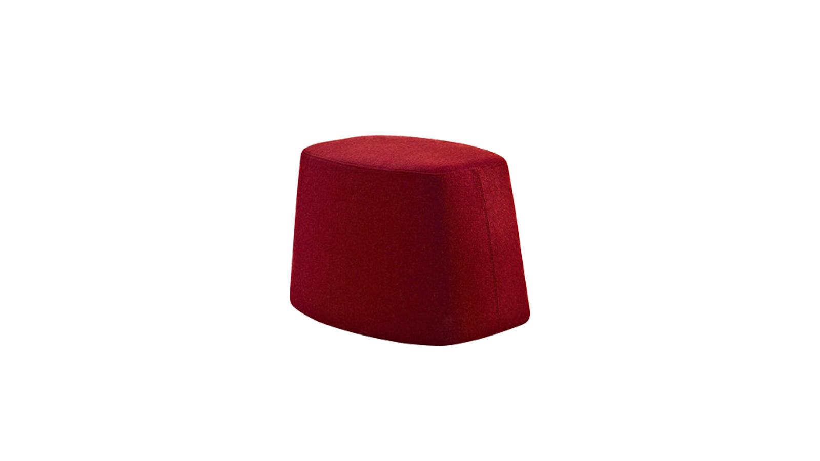 A több színben is elérhető Frank puffok remek kiegészítői lehetnek az elegáns és modern stílust magán hordozó bútoroknak. Dekorációs elemként is használhatók.