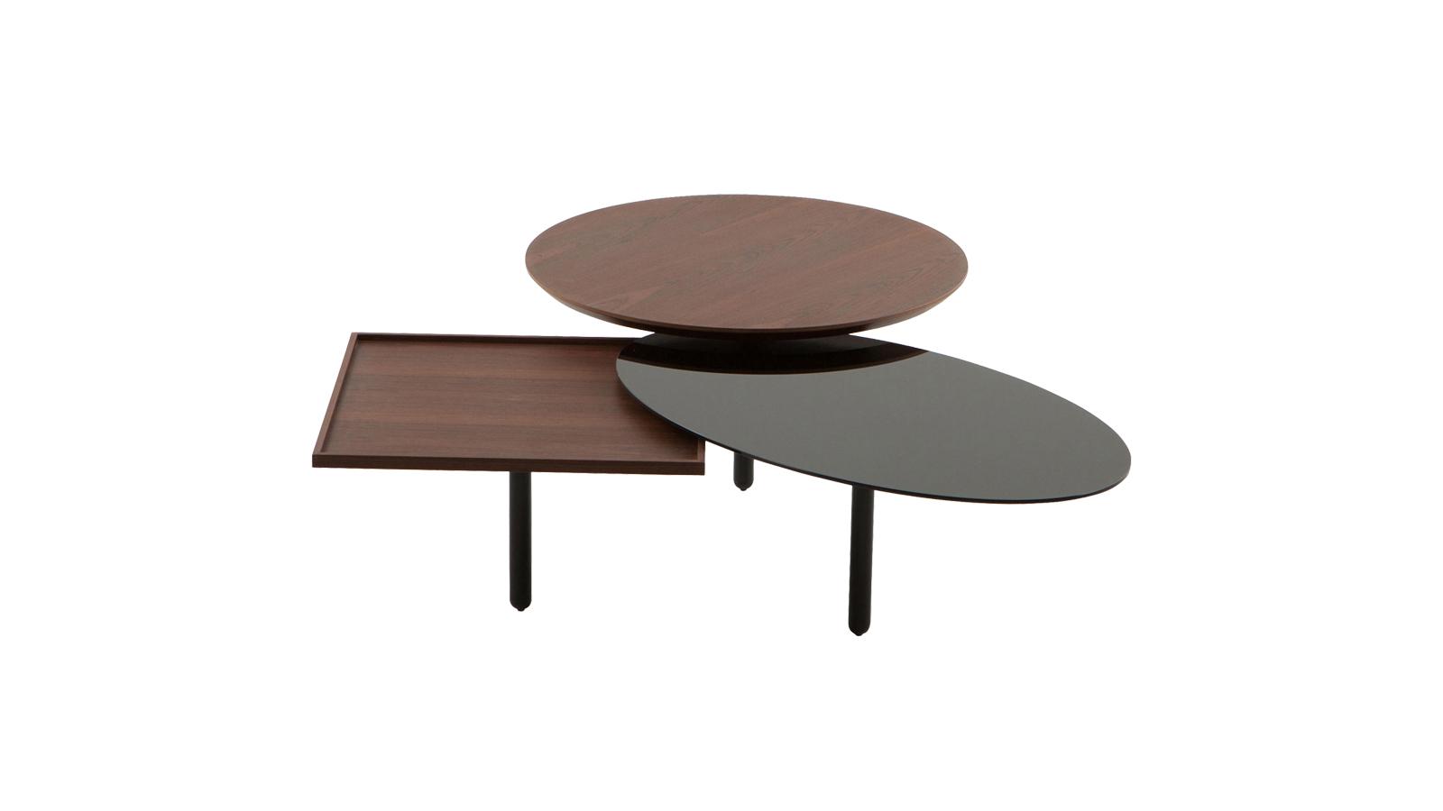 A 3Table, ahogy arra a neve is utal, formák hármasegységéből áll össze egy dohányzóasztallá. A fényes, fekete fémlábak három különböző, ám egymással harmóniában lévő, rejtett elemekkel összekötött asztallapot tartanak, melyek közül egy kerek fa lap helyezkedik el a legmagasabban, ezt követi az ovális, festett, fekete üveg, majd egy ismét fából készült, tálcaszerű, négyzetes forma.
