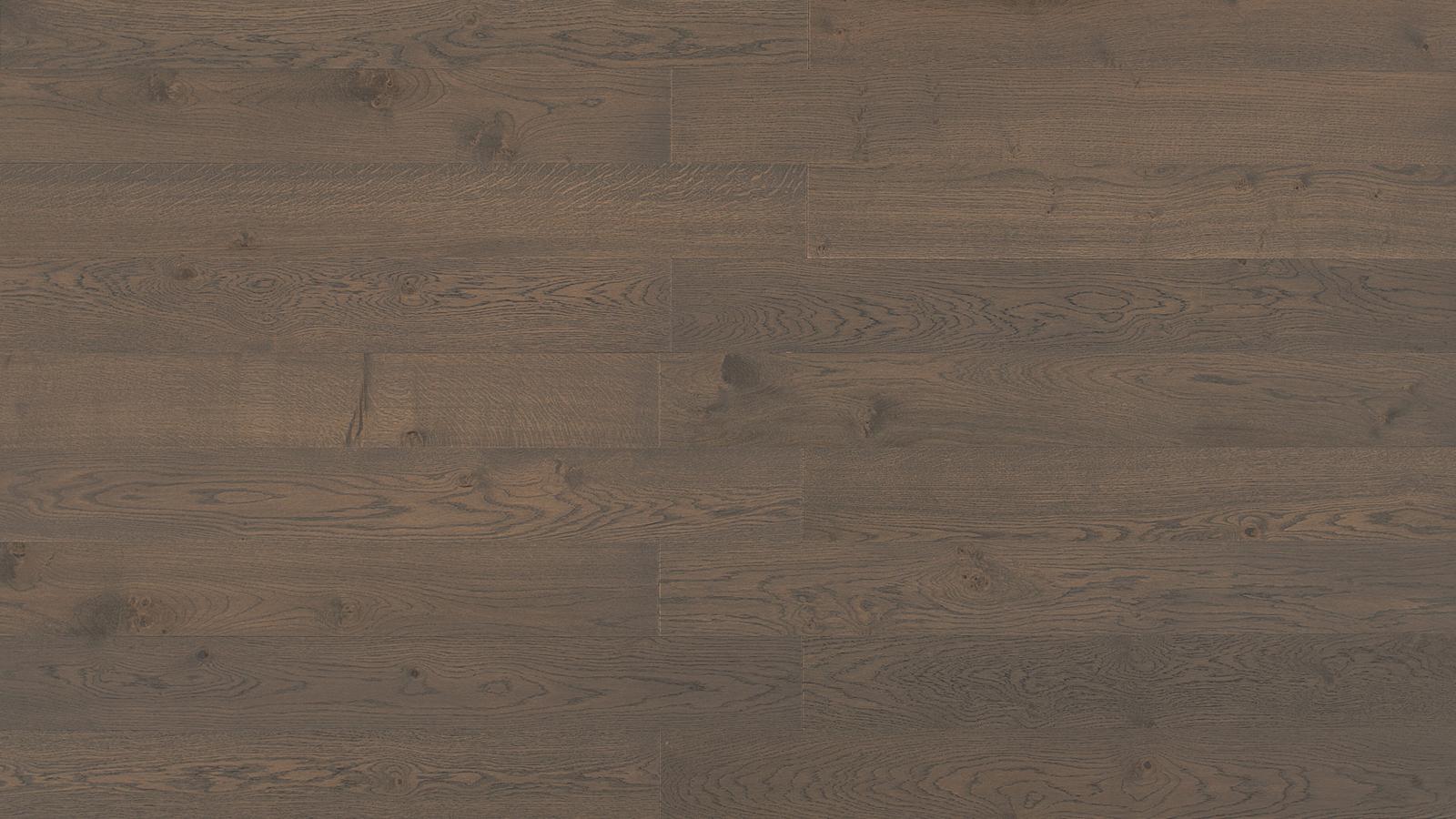 A Listone Giordano tömör tölgyfa parkettái a legmagasabb minőséget képviselik a padlóburkolatok terén. Az 1870-ben alapított vállalkozás, mely mindig a legújabb technológiákat alkalmazza, mindent tud a tölgyfáról és annak színezéséről is – itt épp a Tamarindo árnyalat látható.