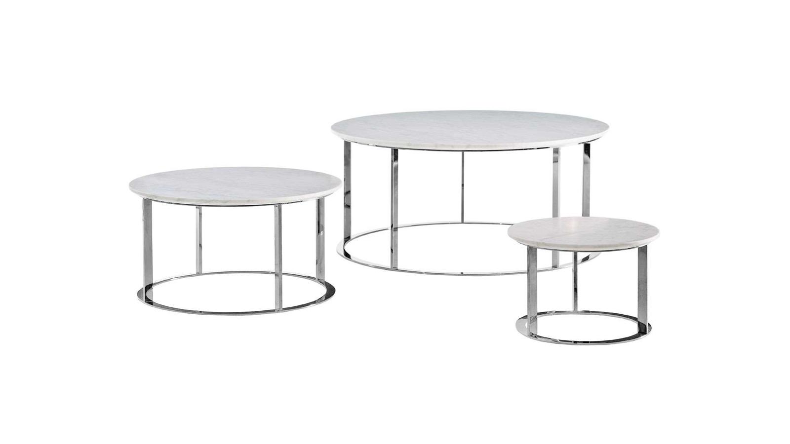 Antonio Citterio Mera asztala tökéletes kiegészítője lehet a legklasszikusabb és a legmodernebb fotelnek is. A két kör - a márványbevonatú asztallap és a lábak alatti körtámasz - harmonikus, szimmetrikus végeredményt hoznak létre. A visszafogott bútordarab minimális anyaghasználatának köszönhetően belesimul a térbe, a mindennapos használat körforgásának természetes résztvevője lesz. Antonio Cittero ismét bebizonyítja, hogy egy tárgynak nem kell különcnek lennie ahhoz, hogy magas minőségű design jöjjön létre.