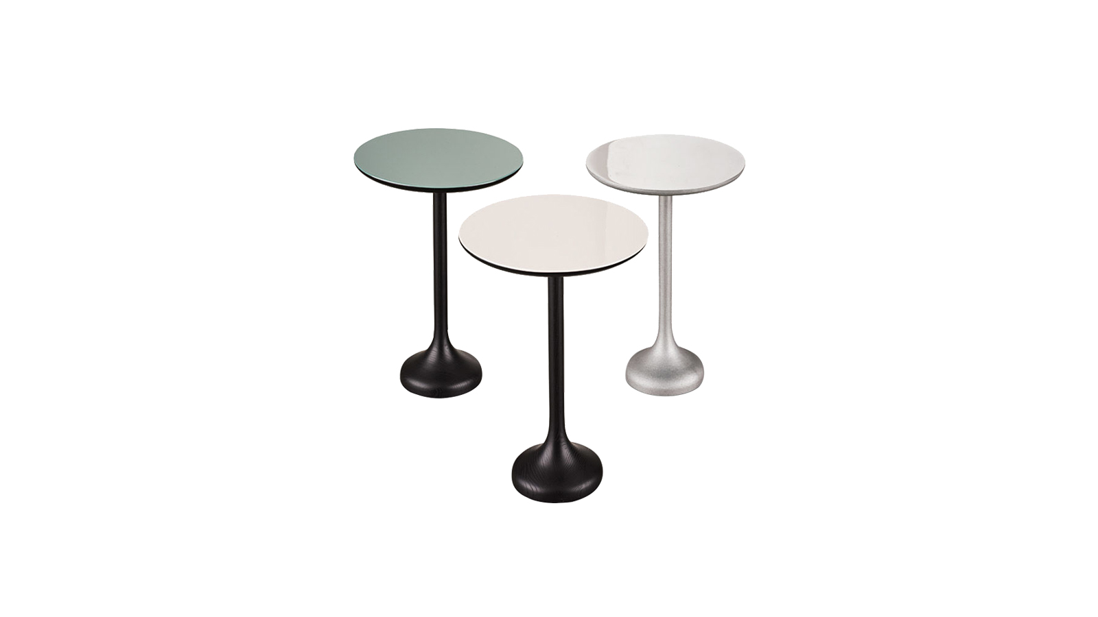 """""""Rodolfo Dordoni Warren asztala higgadt eleganciát sugároz - a Minotti ülőalkalmatosságaihoz és ágyaihoz kiválóan illeszthető. Az asztallapot egyetlen stabil láb tartja: végtelenül praktikus, nem foglal sok helyet. A kerek forma, valamint a lakkozott alumínium vibráló fényessége és a pasztelles színek otthonos atmoszférát teremtenek. Egyszerre glamúros és visszafogott - egy ilyen apró bútor is képes a stílusteremtésre. """""""
