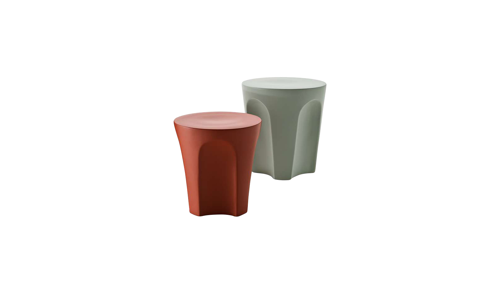2020-ban a Colosseo új, porcelán kőagyag változatban debütált, zsálya és agyag színben. A bútorelem az alkalomtól és az igényektől függően dohányzóasztalként és lábtartóként is használható. A Colosseo a tervező, Naoto Fukasawa óriási ihletéről kapta a nevét. Fukasawa célja az volt, hogy egy fejjel lefelé fordított, csonka kúp alakú bútort tervezzen, amely több funkcióval is rendelkezik, így megkönnyítve használói mindennapjait.