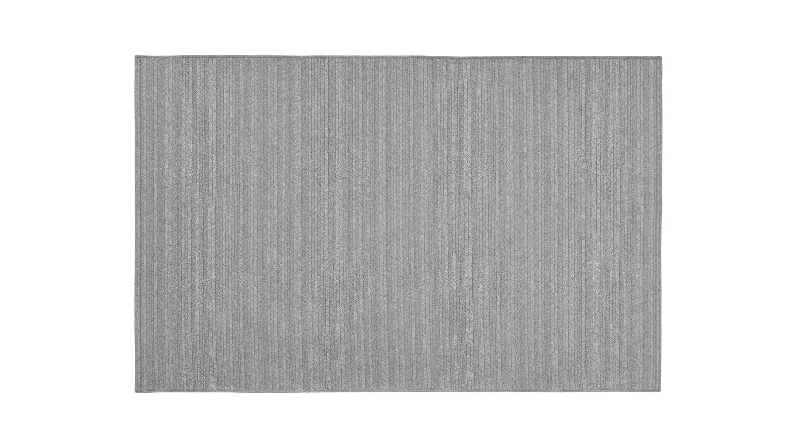 A Twist szőnyeg a bútorok és ülőalkalmatosságok közötti visszofogott, mégis exkluzív átvezetőként szolgál. Egy sokszínű kültéri berendezés megalapozója lehet, mely 100% poliolefin tartalmának köszönhetően tökéletesen ellenáll az időjárás viszontagságainak, és hosszú éveken át méltón képviseli tulajdonosa stílusát.
