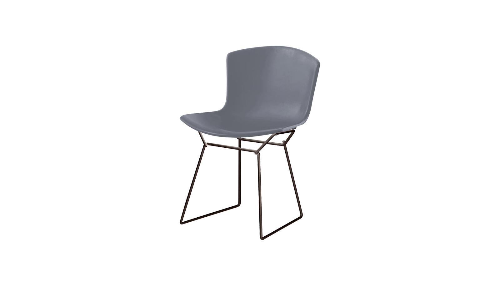 A Harry Bertoia által tervezett népszerű sorozat ugyanazon a drótvázon alapul, amelyen a Diamond-székek. Ez a teljesen kárpitozott verzió puhaságot és kényelmet biztosít, és akár kültérben is jó szolgálatot tehet.