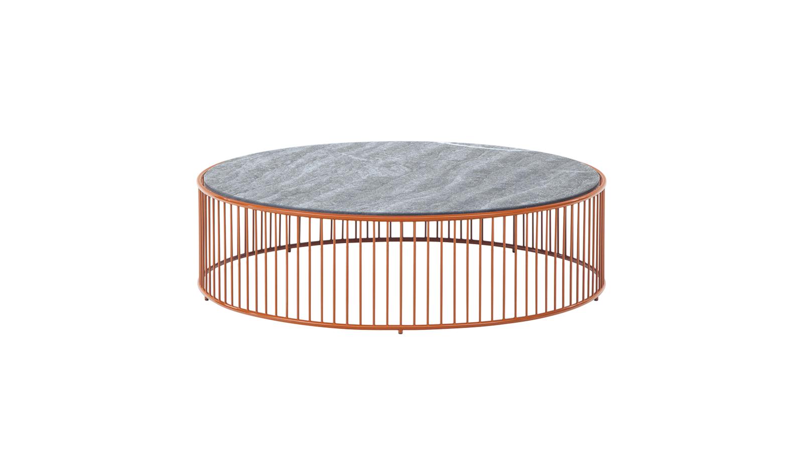 """A Caulfield dohányzóasztal kültéri változata a szellős fémszerkezet és a figyelemfelkeltő színek egész palettájával rendelkezik. A fémszerkezet esetleges egyenletlenségeit homokfúvással javítják, majd epoxipor szórásával korrózió- és időjárásállóságot kap. Az asztallap Pietra del Cardoso kőből készül, csiszolt felülettel. A Caulfield """"Outdoor"""" dohányzóasztalok három méretben kaphatók."""